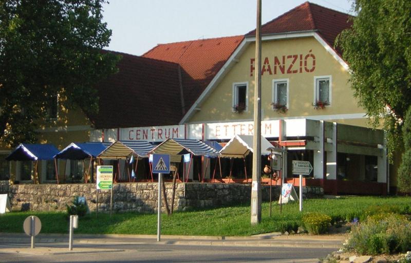 Centrum Étterem Panzió Tekéző