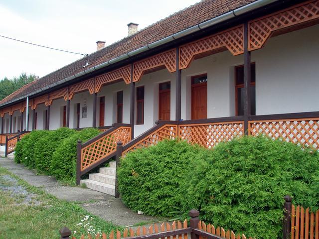 Kőbérc Panzió Üdülőházak, Étterem és Kemping
