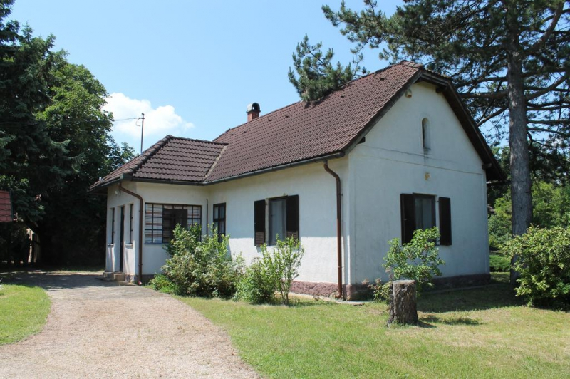 Úrbéri vendégház-Uzsa